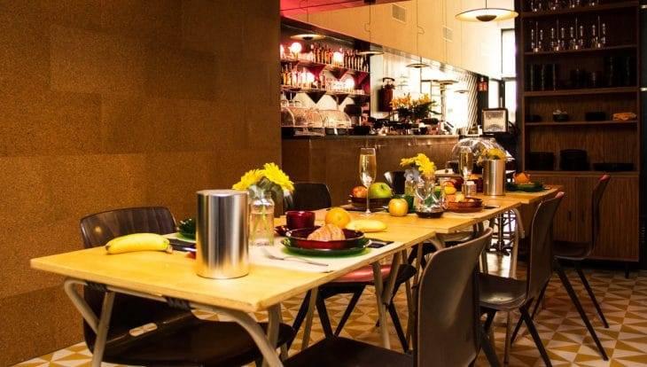 retrome cafe & lounge breakfast