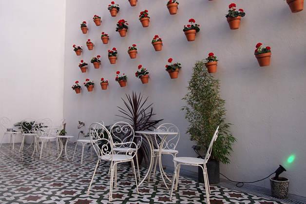 Christopher's Inn terrace