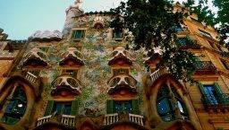 eat nearby Casa Batlló