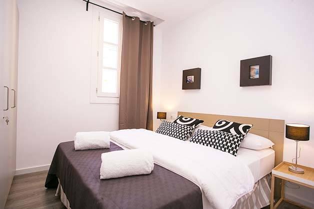 Deco Sants Fira apartments bedroom