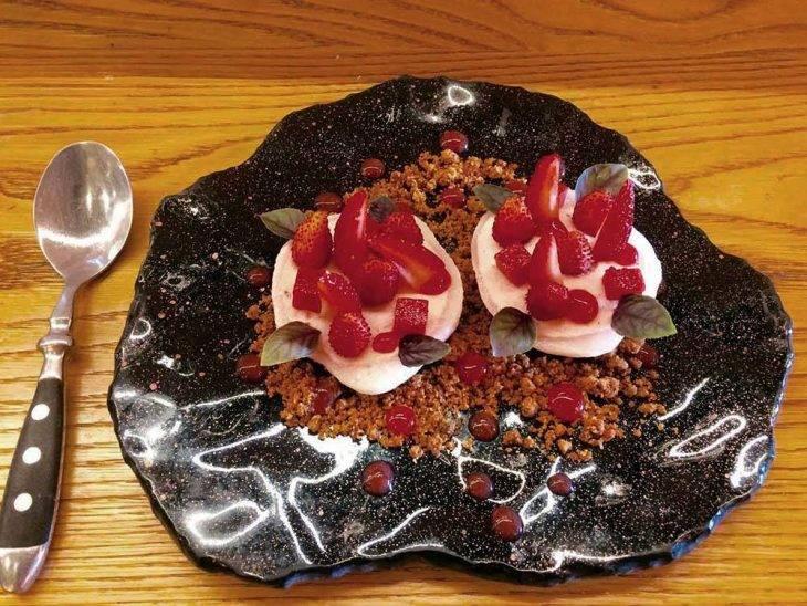 La mundana de sants strwberry dessert