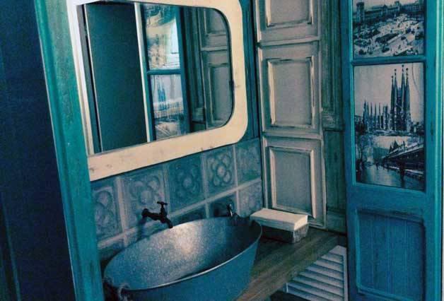 the sopa boba vintage toilets