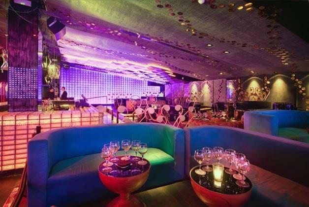 party in Barcelona, bling bling dance floor