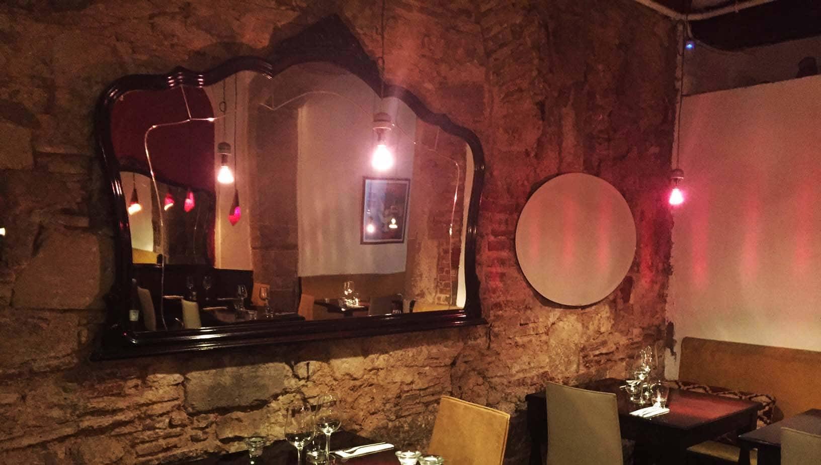 la dentellière: dining room decor
