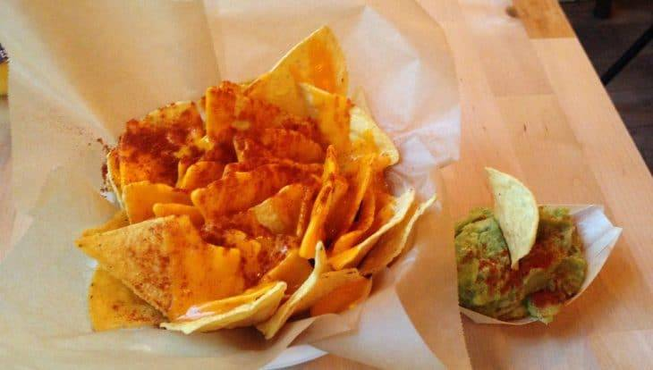 Châtelet nachos with cheese and guacamole