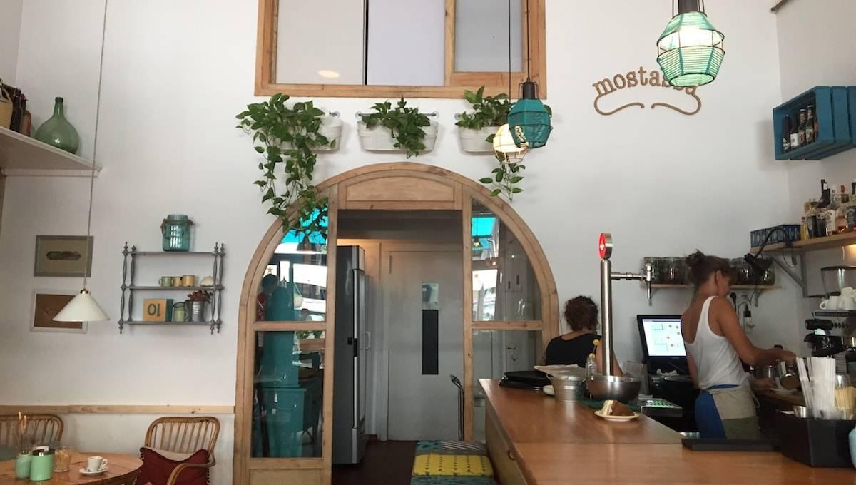 Mostassa: café and bar