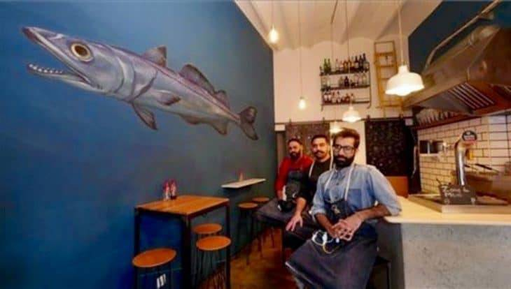 The Fish&chips Shop: the team in the shop