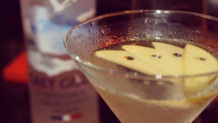 cocktails at carite: appletini sur la photo