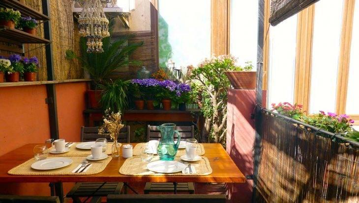 terrace and breakfst table hostal poblenou