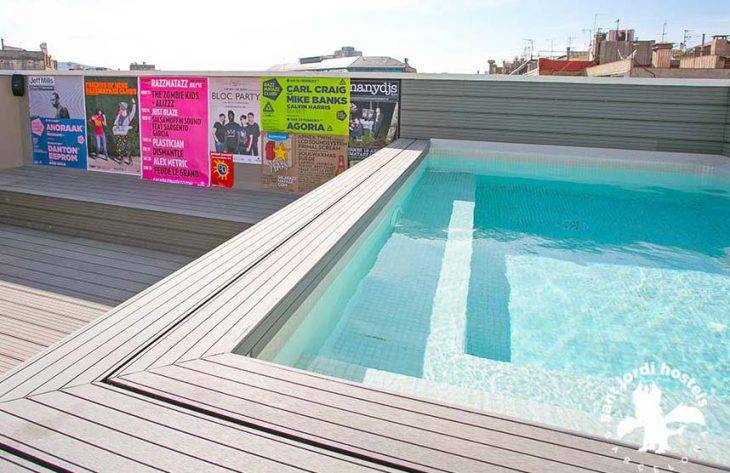 youth hostels in Barcelona, Rock Palace pool