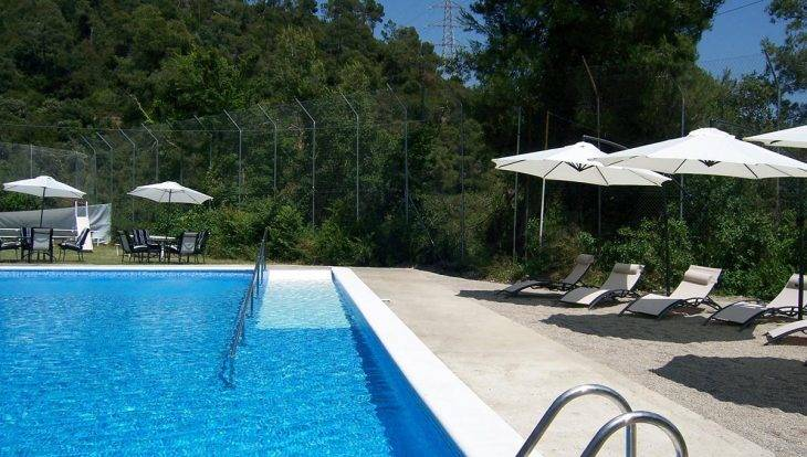 youth hostels in Barcelona, inout hostel with pool