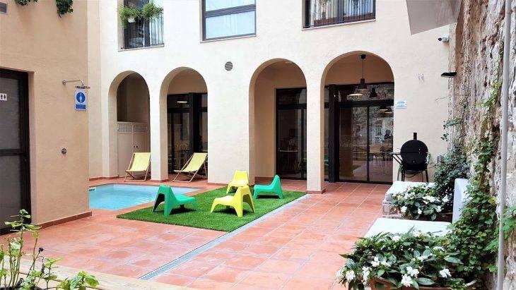 youth hostels in Barcelona, Ten to Go: inner courtyard