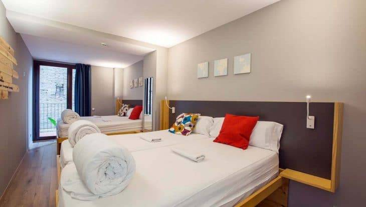 youth hostels in Barcelona, yeah hostel: private room for 4