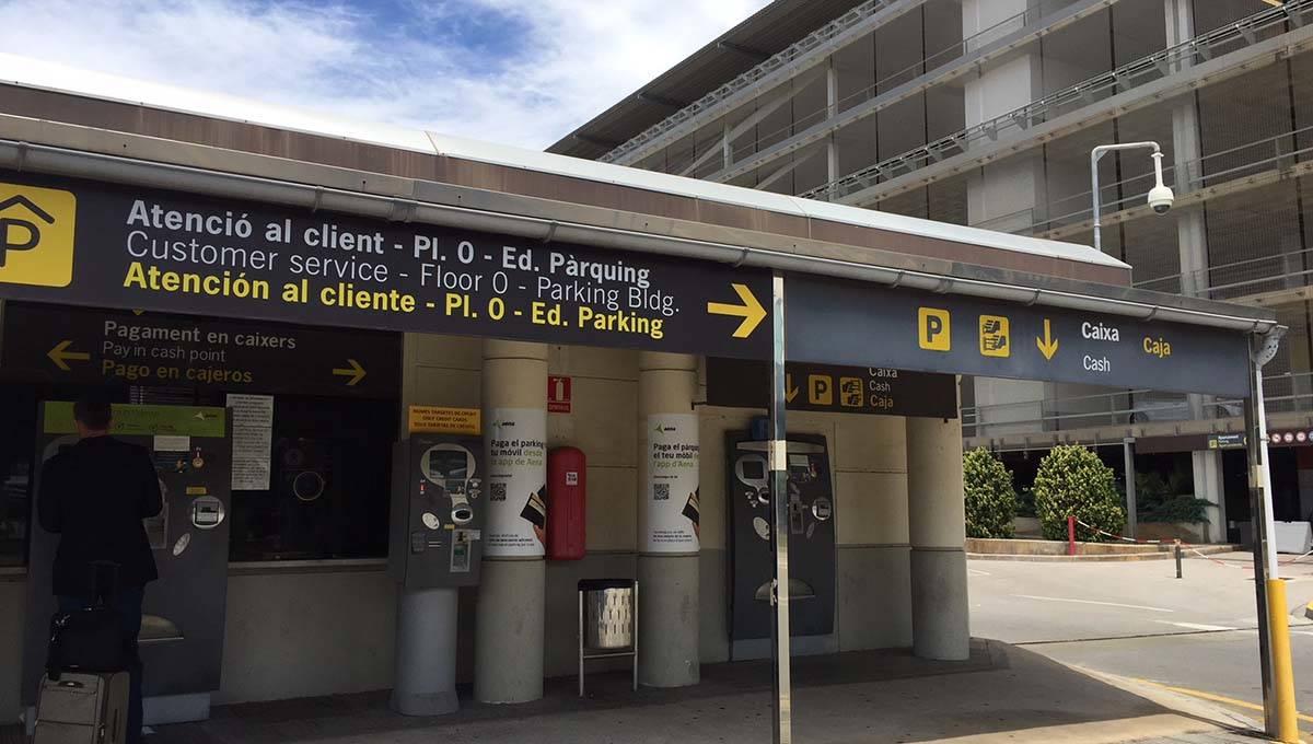 Barcelona Terminal 2 car park ticket machines