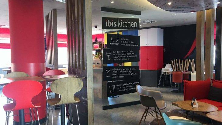 Ibis Castelldefels hotel dining area