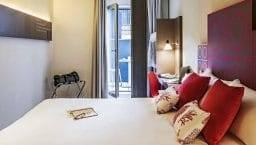 chambre rouge de l'hôtel Ibis style centre